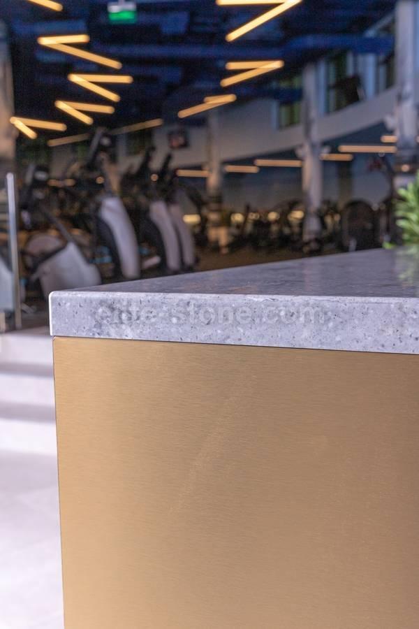 Барная стойка из искусственного камня в фитнес-клубе - фото 10