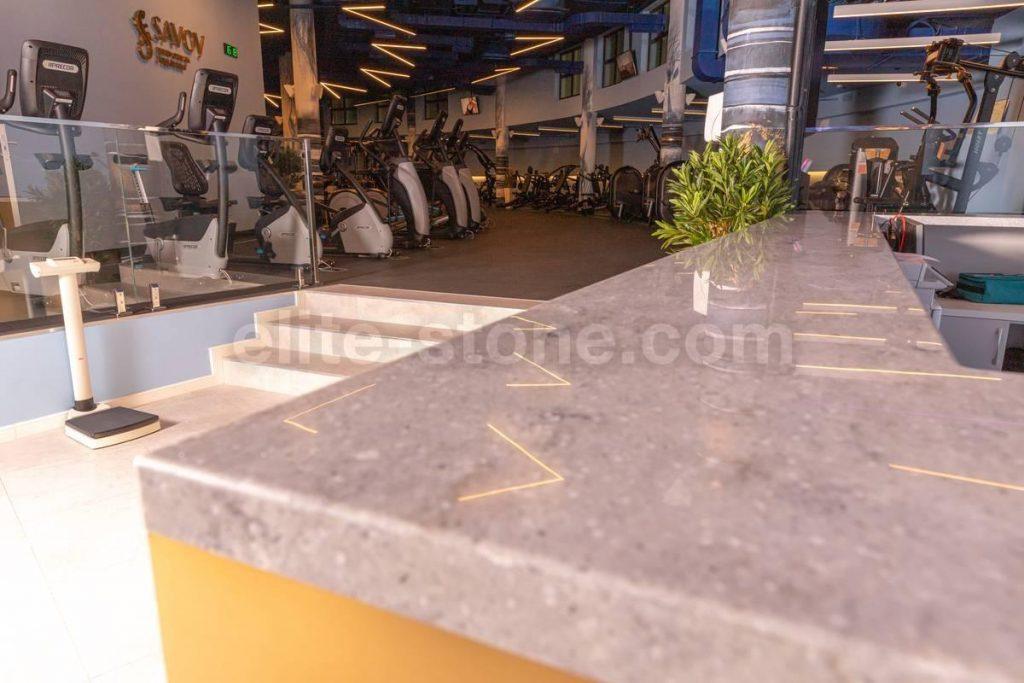 Барная стойка из искусственного камня в фитнес-клубе - фото 12