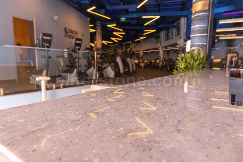 Барная стойка из искусственного камня в фитнес-клубе - фото 13