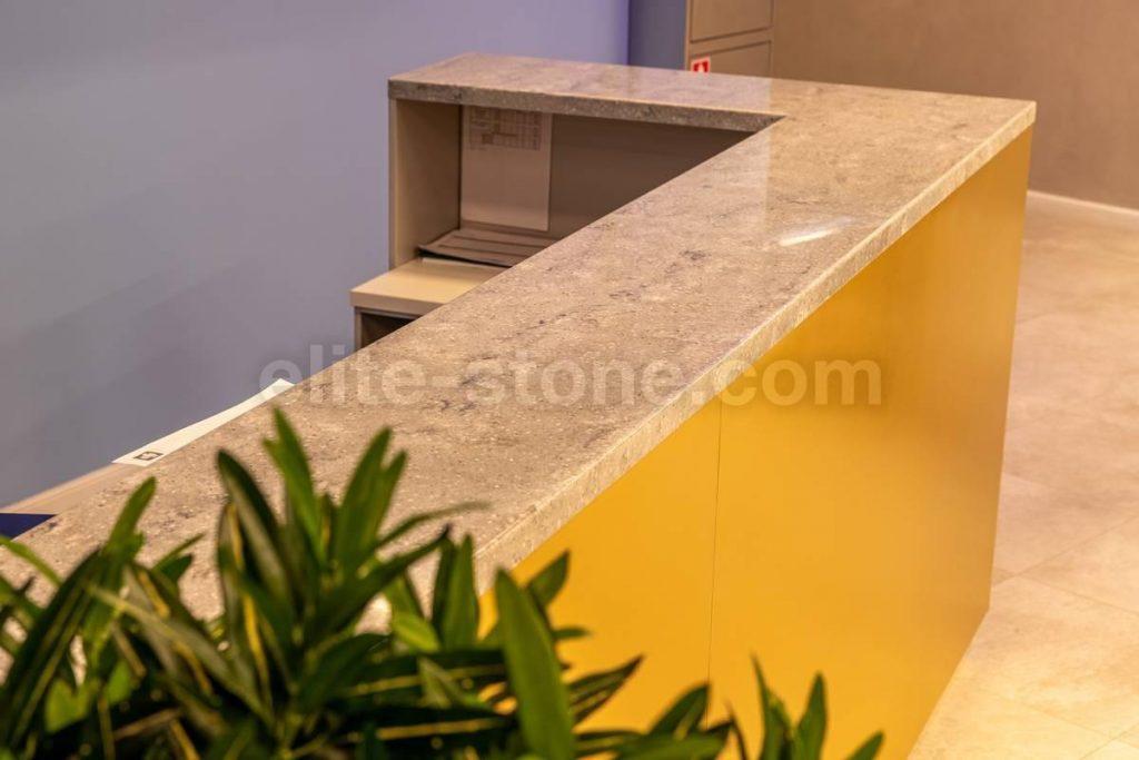 Барная стойка из искусственного камня в фитнес-клубе - фото 9