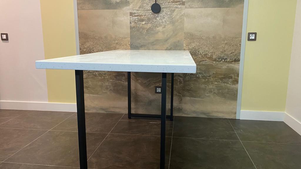 Г-образная столешница с интегрированной мойкой, столешница и стол для ванной - фото 5
