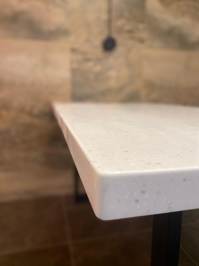 Г-образная столешница с интегрированной мойкой, столешница и стол для ванной - фото 6