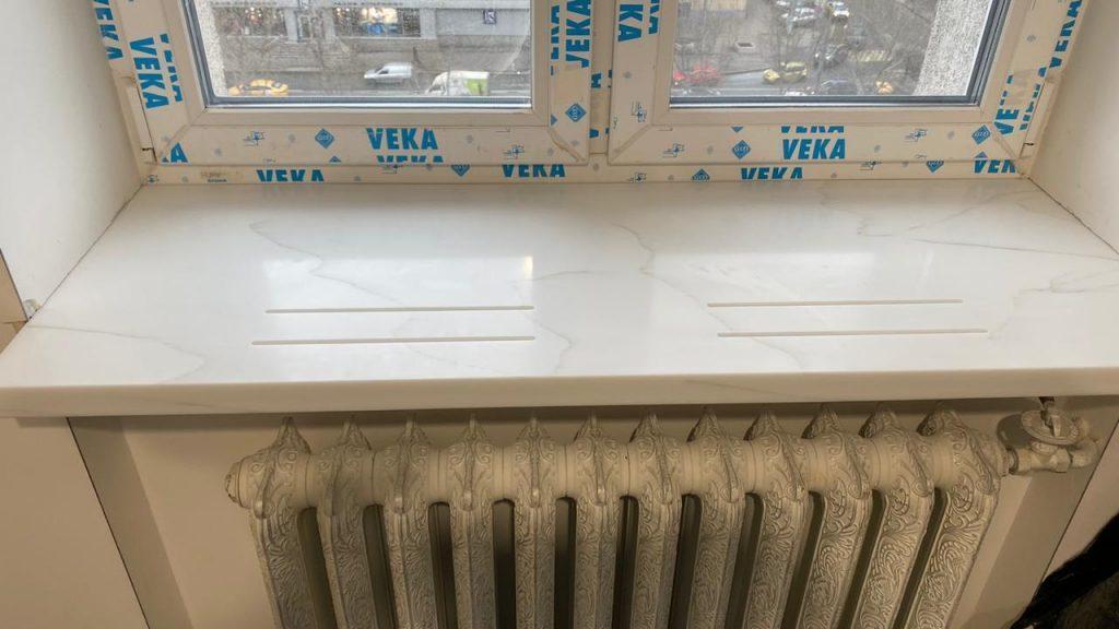 Белый подоконник с проточками из камня Staron Supreme VC110 Cotton - фото 3