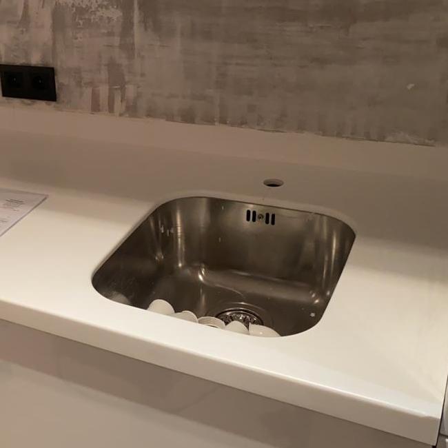 Белая столешница для кухни из акрилового камня Grandex D-313 Milly Way - фото 9