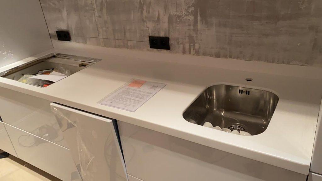 Белая столешница для кухни из акрилового камня Grandex D-313 Milly Way - фото 1