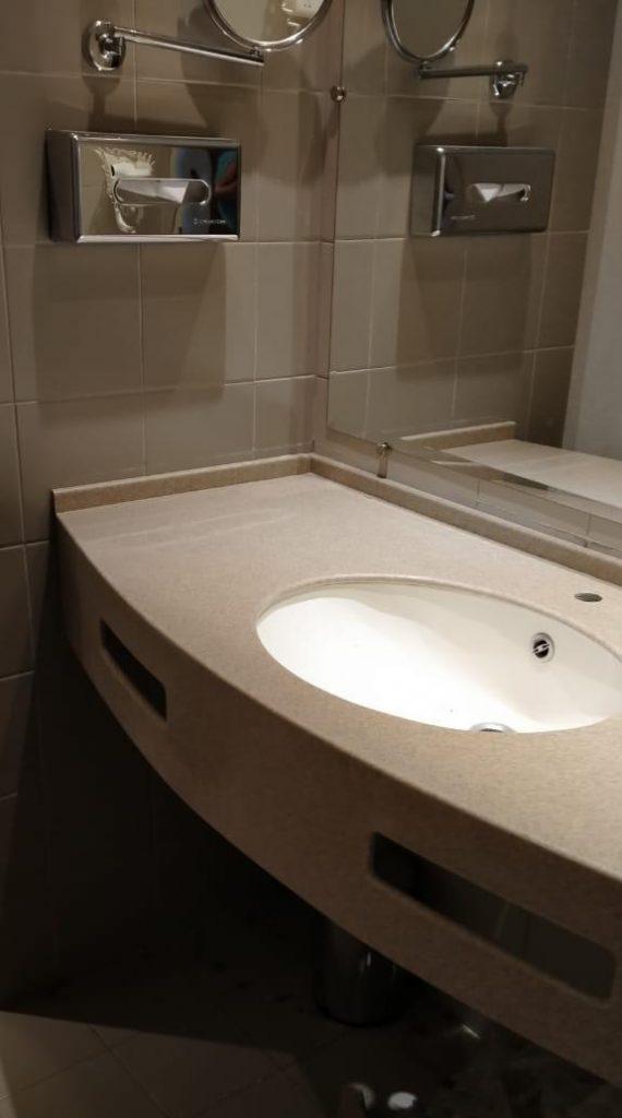 Бежевая столешница в ванную из искусственного камня TriStone - фото 1