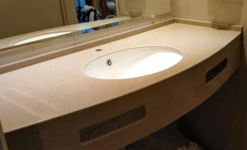 Бежевая столешница в ванную из искусственного камня TriStone - фото 2