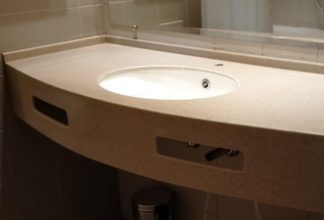 Бежевая столешница в ванную из искусственного камня TriStone - фото 4