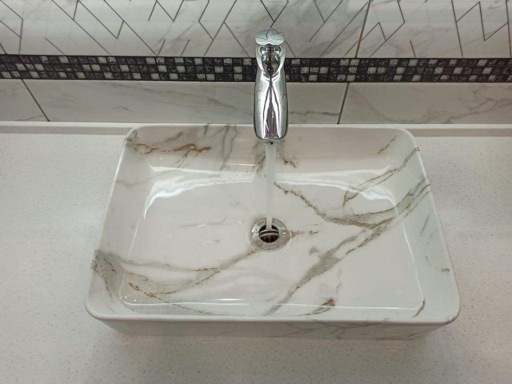 Столешница для ванной комнаты из искусственного камня Grandex А-422 Snow Pile - фото 3