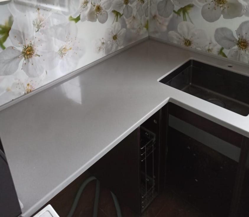 Кухонная Г-образная столешница из искусственного камня Tristone - фото 1