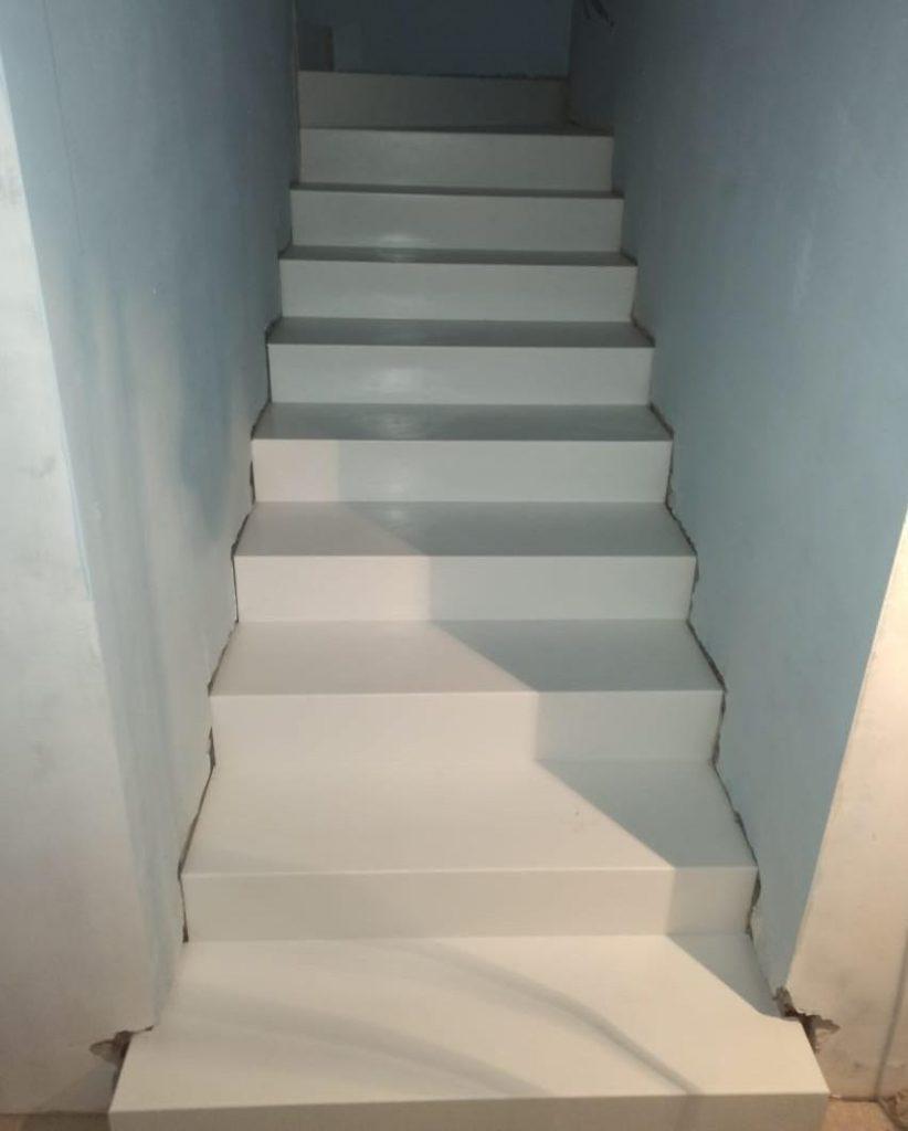 Лестница и подоконники из искусственного камня TriStone - фото 4