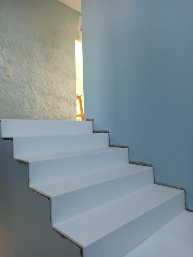 Лестница и подоконники из искусственного камня TriStone - фото 1