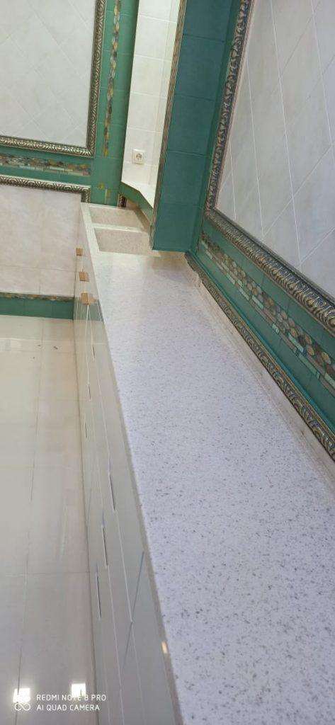 Столешница из искусственного камня Grandex с двумя интегрированными раковинами - фото 6