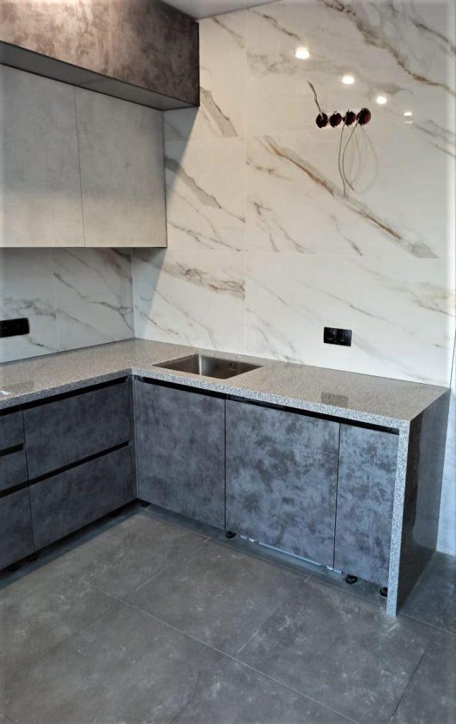 Угловая столешница для кухни с ногой в пол из искусственного камня Tristone - фото 5