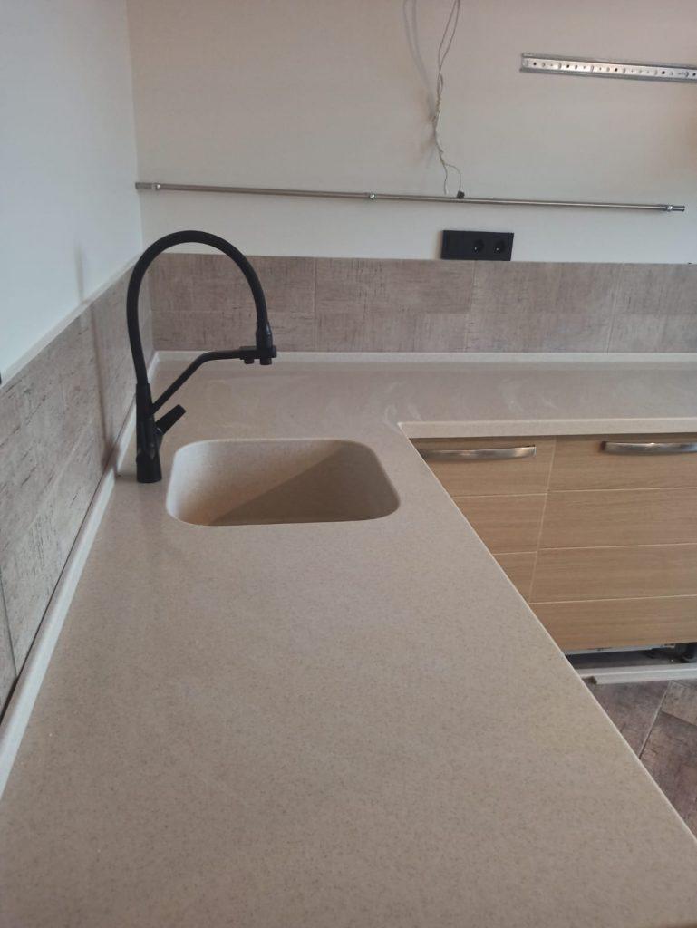 Угловая столешница для кухни и подоконник из акрила - фото 1