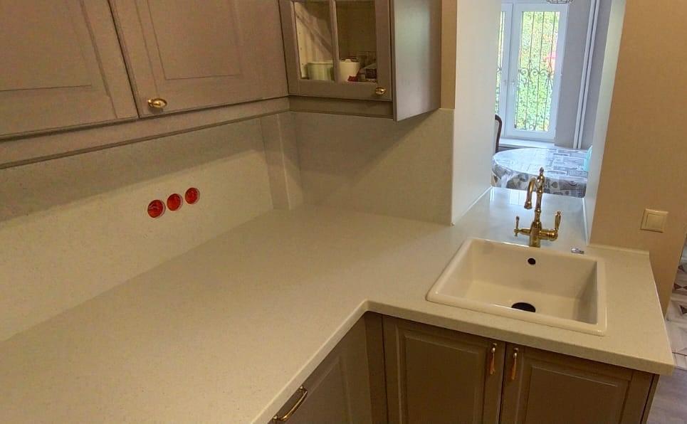 Белая Г-образная столешница для кухни из камня Grandex  A-423 Industrifl Draft - фото 2