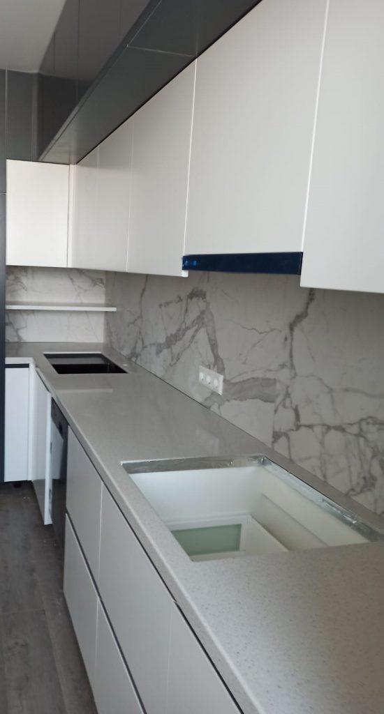 Г-образная столешница для кухни из искусственного камня Grandex E-609 Business Tokio - фото 5