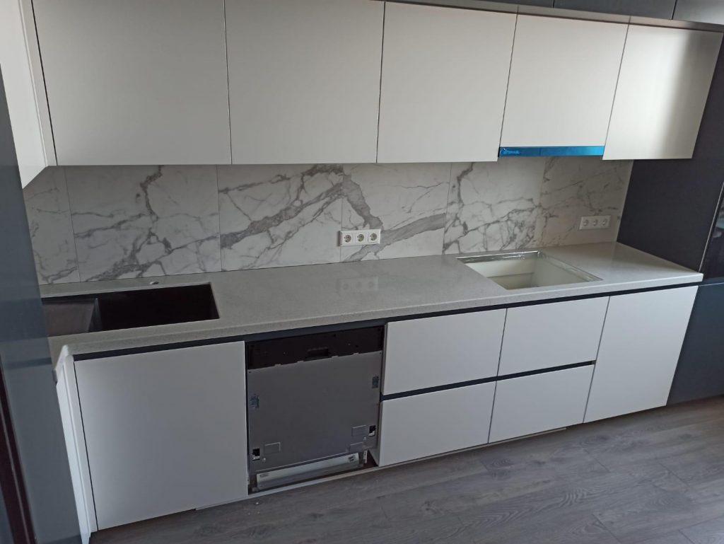 Г-образная столешница для кухни из искусственного камня Grandex E-609 Business Tokio - фото 2