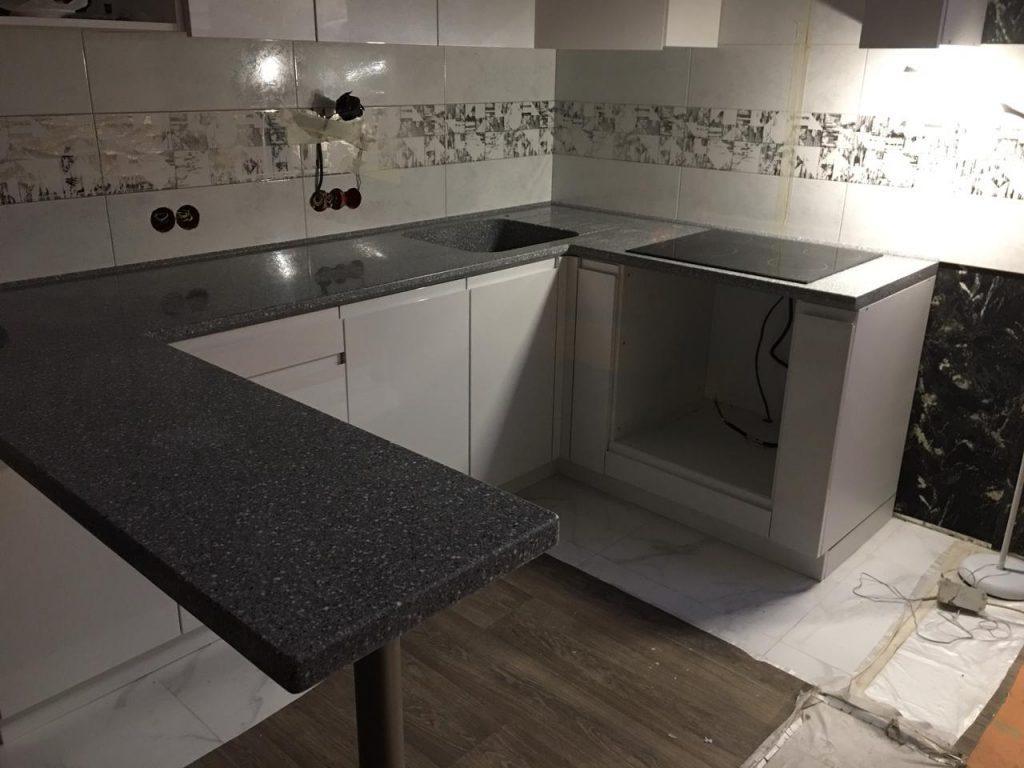 П-образная столешница для кухни с интегрированной мойкой из искусственного камня Grandex - фото 3