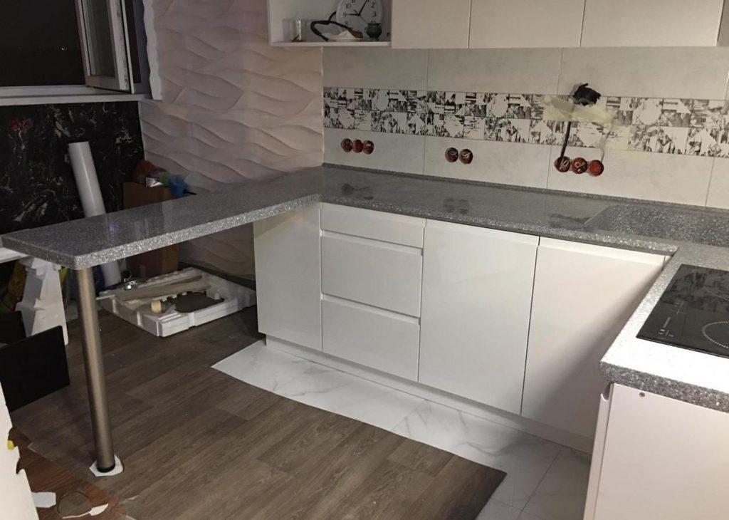 П-образная столешница для кухни с интегрированной мойкой из искусственного камня Grandex - фото 1