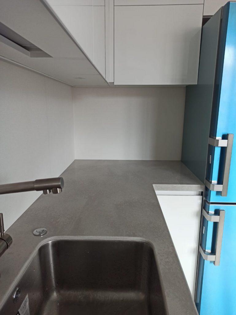 Серая столешница для кухни из искусственного камня Staron VU127 Noble Pearl - фото 2
