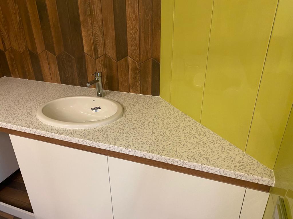 Столешница в ванную из искусственного камня Staron QD212 Mosaic Dalmatian - фото 1