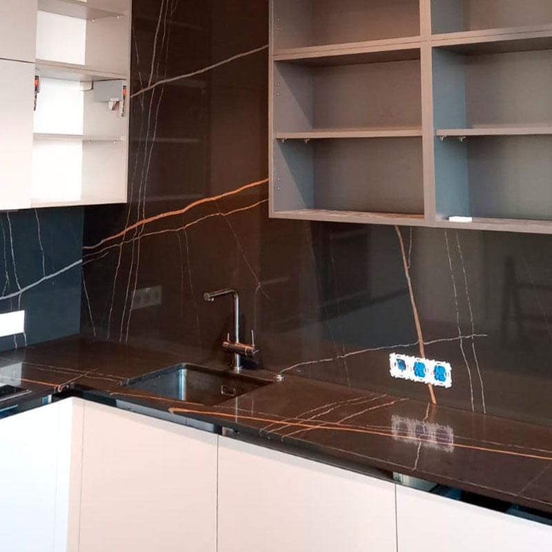 Угловая столешница для кухни и стеновая панель из кварцевого агломерата Quartz 7700 Калакатта Марсель - фото 5
