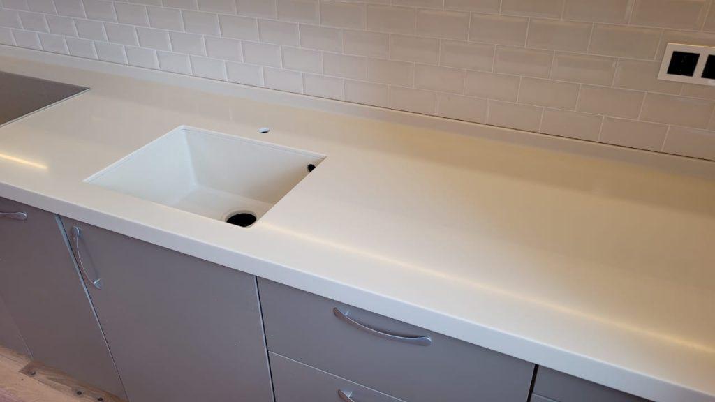 Столешница для кухни с интегрированной мойкой из искусственного камня Grandex P-102 Pure Beige - фото 1