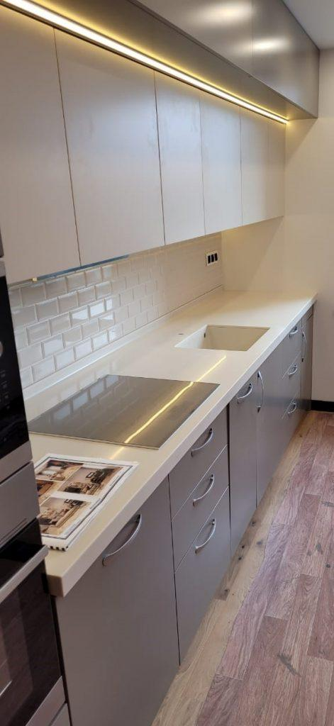 Столешница для кухни с интегрированной мойкой из искусственного камня Grandex P-102 Pure Beige - фото 2