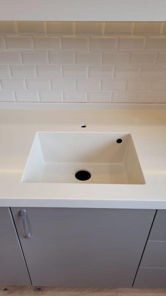 Столешница для кухни с интегрированной мойкой из искусственного камня Grandex P-102 Pure Beige - фото 5