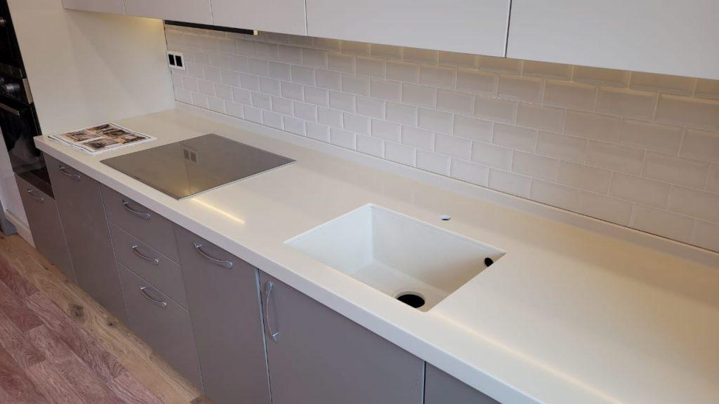 Столешница для кухни с интегрированной мойкой из искусственного камня Grandex P-102 Pure Beige - фото 6