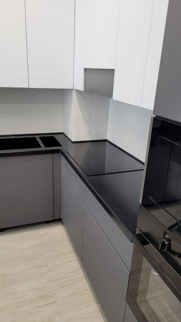 Угловая столешница для кухни с интегрированной мойкой и фруктовницей из камня Grandex - фото 2